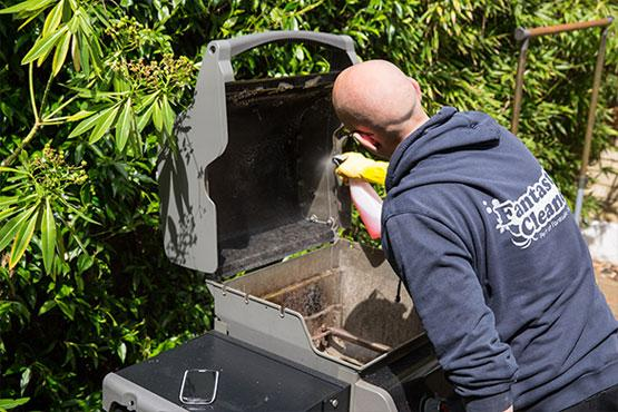 Fantastic pro cleaning a bbq grill